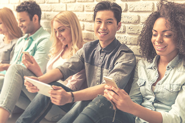 referral-bonus-friends-group-sitting